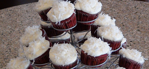How Sweet Would This Be At A Party?!?! Red Velvet Cupcake Love