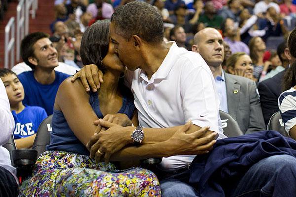 Obamas_kissCam_whitehousegov